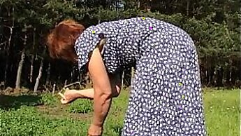 Attractive granny shakes slutty asses outdoor