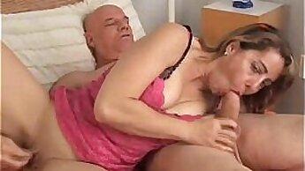 Colombian MILF Maria masturbating in his ROAD